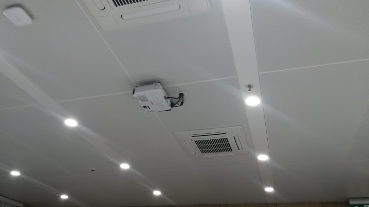 проектор за зала